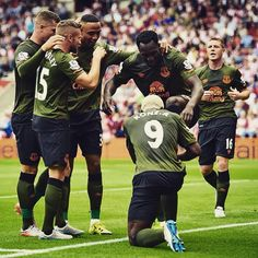 LUK OUT Romelu Lukaku capped off a wonderful first-half display with two goals #efc #everton #BPL #premierleague #SOUEVE by premierleague