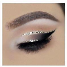 make up guide gold cut crease // black smokey eye make up glitter;make up brushes guide;make up samples; Eye Makeup Tips, Smokey Eye Makeup, Makeup Goals, Skin Makeup, Makeup Inspo, Makeup Art, Makeup Inspiration, Makeup Ideas, Makeup Eyeshadow