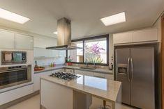 Cozinha planejada com bancada de Granito de Outros Ambientes de Jannini Sagarra Arquitetura - Viva Decora