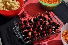 Espetinhos de morango e amora