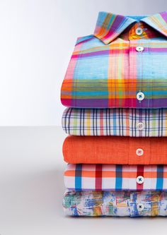 Warmer weather calls for brighter shirts! Formal Shirts, Casual Shirts For Men, Men Casual, Men Shirts, Flannel Shirts, Looks Style, Workout Shirts, Check Shirt, Printed Shirts