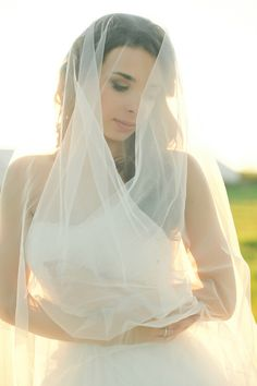Drop veil   Warmphoto   see more on: http://burnettsboards.com/2014/11/equestrian-bridal-session/