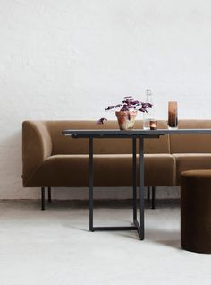 Aften dining sofa consists of a large selection of modules that can be assembled as desired. The center module can even be customized by the centimeter. Dining Sofa, Dining Room Furniture, Timeless Elegance, Sitting Rooms, Elegant, Modern, Table, Brown, Home Decor