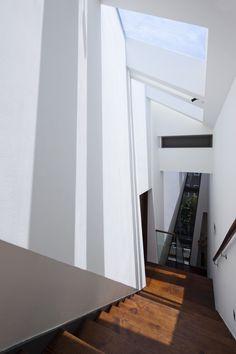 Casa de Muros Plegados / NHA DAN ARCHITECT   Plataforma Arquitectura
