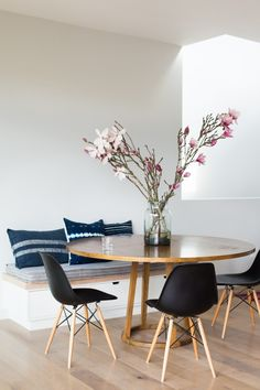 built in bench seat for dining room table! Project-M-Plus-Murnane-House-Los-Angeles-Mimi-Giboin-Rmodelista-39