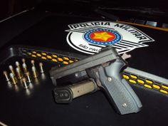 Polícia apreende pistola, munições e 10 mil dólares