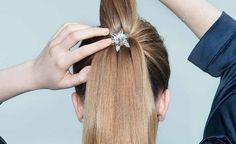 Kohottaja asetetaan poninhännän sisään, kahden hiusosion väliin. Kohottajia on myynnissä kahdessa värissä: läpinäkyvänä ja ruskeana.