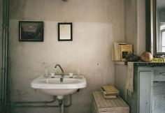 Marguerite Duras flat by Lise Sarfati Story Inspiration, Writing Inspiration, Lise Sarfati, Marguerite Duras, Contemporary Photography, Magnum Photos, Decoration, Cool Pictures, Indoor
