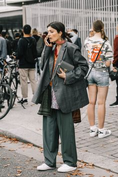 Oversized jacket and sneakers: gentlewoman Style