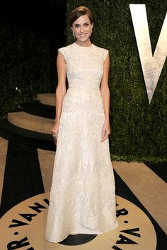 Allison Williams in #valentino at the Vanity Fair #oscars party.