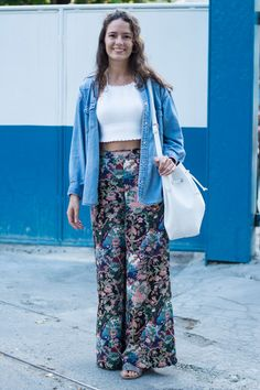 Vote agora! Cariocas apostam no top cropped até no inverno; vote nos seus looks favoritos Top Cropped, Ideias Fashion, Harem Pants, Style, Fitted Skirt, Winter Time, Beauty, Swag, Harem Trousers