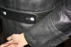 Wehrmacht officer's leather coat zib-militaria.de #Lederfetisch #LeatherFetish #Wishlist #Herrin