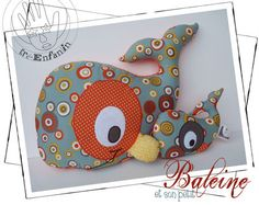 Doudou baleine et hochet baleineau Softies, Plushies, Plushie Patterns, Stuffed Toys Patterns, Sewing Toys, Baby Sewing, Sewing For Kids, Diy For Kids, Whale Pattern