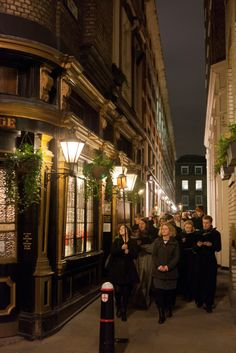 Candle procession from Southwark Cathedral to Sam Wanamaker Playhouse, via Apothecaries Hall (c) Pete Le May 2013