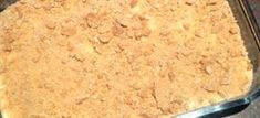 Cremora Pynappel Tert Dubbele lekkerte 1 pakkie tenniskoekies (hou 3 eenkant vir krummel) 1 x pak cremora poeier 1 blik fyngemaakte pynappels 1 kop kookwater 1 pakkie suurlemoen of pynappel jellie ~ aangemaak met h… Cold Desserts, No Bake Desserts, South African Recipes, Ethnic Recipes, Nutella Banana Bread, Peppermint Crisp, Potato Cakes, Little Cakes, Chocolate Covered Strawberries