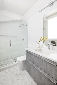 Compact contemporary white and gray bathroom features Benton Oak Matrix finish flat-panel base cabinets with handles. Model: Snaidero CODE Location: Arlington, Virginia Designer: Shawna Dillon of Studio Snaidero DC Metro #SnaideroUSA