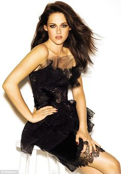 Are you a fan of Kristen Stewart the Twilight star? Then find the latest pictures posed by Kristen Stewart. Read the latest gossip about Kristen Stewart, she want Robert Pattinson to record an album. Kristen Stewart, Glamour Mexico, Glamour Uk, Glamour Magazine, Glamour Shoot, Sils Maria, Zooey Deschanel, Beautiful Celebrities, Beautiful People