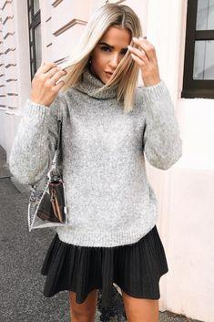 Mode femme automne hiver tenue casual chic avec une jupe noire plissée et  un pull gris col roulé. Sunshine · Pour s habiller 3a05c025c25