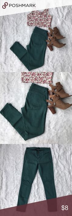 👰🏼✨SALE✨👰🏼 Evergreen Skinny Jeans Super soft and have a nice stretch to them. Gently worn with no significant signs of wear other than minimal fading. Forever 21 Jeans Skinny