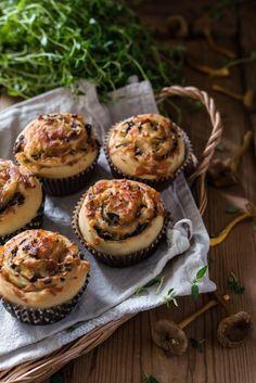 Valmista nämä herkulliset kierteet syksyn suppilovahverosadosta. Sopivat mainiosti vaikkapa iltateelle! Hieman ovat… Risotto, Muffin, Food And Drink, Pizza, Breakfast, Breakfast Cafe, Muffins