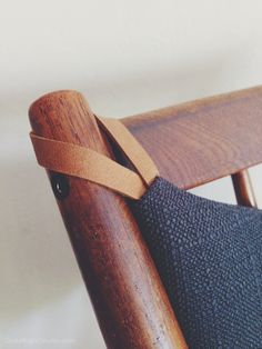 Clever leather loops on cushions