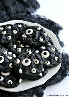 Spooky Cookies – 30 Days of Halloween 2016: Day 8 | Cupcake Diaries | Bloglovin'