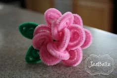Use metalic for CJ DIY: Flower Ring Pipe Cleaners. Good tutorial, super cute and easy! Cute Crafts, Crafts To Make, Crafts For Kids, Arts And Crafts, Diy Crafts, Pipe Cleaner Flowers, Pipe Cleaner Crafts, Pipe Cleaners, Handmade Flowers
