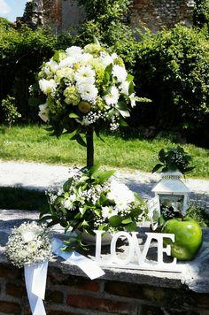 Tall wedding centerpiece....I Love Flowers!!!!