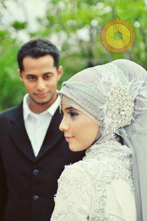 @amelyahanum coba liat detil hiasan kepanya--> Jeruk Oranye - Muslim Wedding Photography