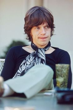 Mick Jagger of The Rolling Stones at his rented Bel Air home, Los Angeles, California, June Mick Jagger Rolling Stones, Los Rolling Stones, Like A Rolling Stone, El Rock And Roll, We Will Rock You, Idole, Stevie Nicks, Stevie Ray, Keith Richards