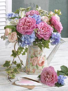 By Éphémeride seasonal calender Shabby Flowers, My Flower, Flower Art, Flower Power, Pink Flowers, Beautiful Flowers, Beautiful Flower Arrangements, Floral Arrangements, Arte Floral