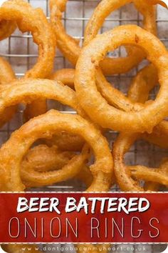 Recipes Snacks Appetizers Making your own Beer Battered Onion Rings truly couldn't be easier. Here I'll show you some tips and tricks to getting teeth-shatteringly crispy Onion Rings! Beer Battered Onion Rings, Baked Onion Rings, Easy Onion Rings Recipe, Batter For Onion Rings, Diy Onion Rings, Healthy Onion Rings, Beer Battered Chicken, Homemade Onion Rings, Battered Fish