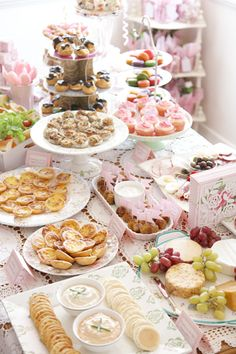 French baby shower food ideas: lil croissants with nutella on them, lil croque monsieur bites with cheese (Fromage) & ham, cheese plate with crackers and grapes, french silk cupcakes
