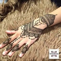 Explore latest Mehndi Designs images in 2019 on Happy Shappy. Mehendi design is also known as the heena design or henna patterns worldwide. We are here with the best mehndi designs images from worldwide. Henna Hand Designs, Henna Tattoo Designs, Bridal Henna Designs, Best Mehndi Designs, Beautiful Henna Designs, Tattoo Ideas, Simple Mehndi Designs, Wedding Designs, Mehndi Tattoo
