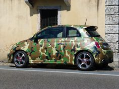 Hehehe, if I could I would totally get this car! Camo Fashion, Fiat 500, Camouflage, Military, Cars, Vehicles, Style, Camo, Military Camouflage