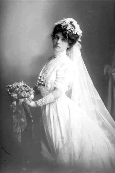 Mrs. B. Schmidt bridal portrait, 1909 Auckland, New Zealand 'Sir George Grey Special Collections, Auckland Libraries, 31-56934