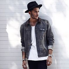 Really cool outfit and pose Toni Mahfud, Fashion Mode, Fashion Outfits, Mens Fashion Hats, Style Fashion, Stylish Men, Men Casual, Style Masculin, Moda Blog