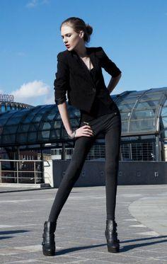 Парень, чья андрогинная фигура идеально подходит для карьеры модели-женщины
