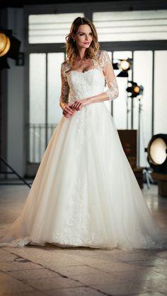 Kollektion 2021 Brautkleid 6706 von DMY. Noch mehr wunderschöne #brautkleider findest Du bei #boesckens in Erkelenz. Wir freuen uns auf Dich und Deine Bridalgang! Chiffon, Lace Wedding, Wedding Dresses, Elegant, Fashion, Beautiful Models, Wedding Dress Lace, Line, Gown Wedding