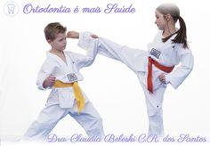 Em Curitiba, a Dra. Claudia Beleski C. R. dos Santos fala como a prática de esportes de contato, não apenas lutas e artes marciais como o jiu-jitsu, boxe, judô, vale-tudo, mas também futebol, basquete, handebol, entre outros, tem elevado o número de traumatismos em dentes e na face de uma maneira geral. Reparar um dente quebrado ou até mesmo perdido pode ser um prejuízo... http://www.ortodontiaemaissaude.com.br/2016/02/protetores-bucais-na-pratica-esportiva.html
