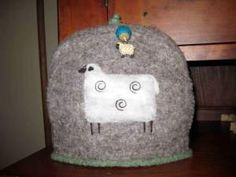 Sheep tea cozy. Image only on Sheepy Hollow Farm Life at http://sheepyhollow.wordpress.com/2010/01/14/theres-a-hole-in-my-ceiling/