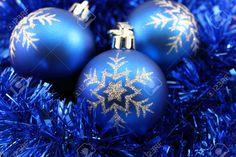 11727480-Snowflake-Blue-Christmas-Decorations-on-Blue-Tinsel-Stock-Photo.jpg (1300×866)