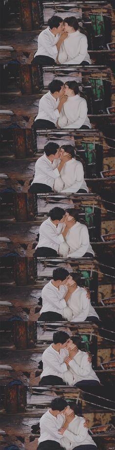 [Drama Descendants of the Sun 태양의 후예 Song Hye Kyo, Song Joong Ki, Drama Korea, Korean Drama, Kpop Kiss, Decendants Of The Sun, Songsong Couple, Asian Fever, Drama 2016