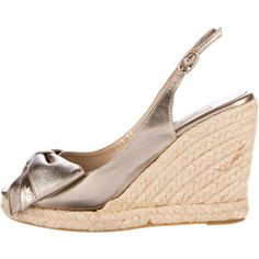 Pre-owned Valentino Espadrille Bow Wedges (830 DKK) ❤ liked on Polyvore featuring shoes, sandals, metallic, valentino espadrilles, espadrille sandals, metallic wedge sandals, slingback sandals and wedge espadrilles