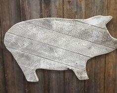 Rustic shiplap pig #rusticpig #pig #shiplap #woodback #farm #animal #pet #customized