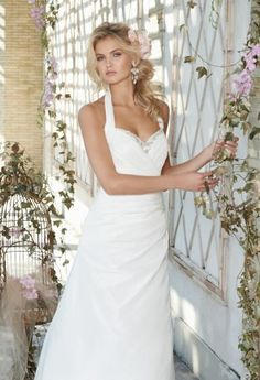 Halter style wedding dresses on pinterest halter wedding for Around the neck wedding dresses