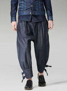 Inakaya Denim jeans are the latest farm-fresh Japanese-inspired fashion item Japanese Pants, Japanese Outfits, Samurai Pants, Modern Kimono, Raw Denim, Western Outfits, G Star Raw, Vintage Denim, Menswear