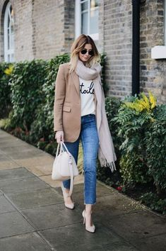 Blazer with band tee/slogan jumper paired with jeans, scarf and heels gives a sense of laid back elegance Chic Winter Outfits, Stylish Work Outfits, Classic Outfits, Big Fashion, Latest Fashion For Women, Autumn Fashion, Womens Fashion, Fashion Trends, Spring Fashion