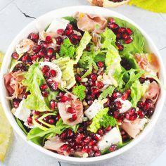 Idealna sałatka z granatem! Zobacz mój ulubiony przepis na chrupiącą sałatkę z granatem w roli głównej. To salatka z rukoli i granatem w której wszystkie składniki idealnie do siebie pasują. Polecam ją gorąco!