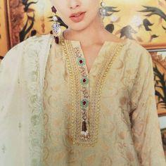 Neck Designs For Suits, Neckline Designs, Dress Neck Designs, Stylish Dress Designs, Designs For Dresses, Velvet Dress Designs, Stylish Dresses, Simple Blouse Pattern, Simple Pakistani Dresses